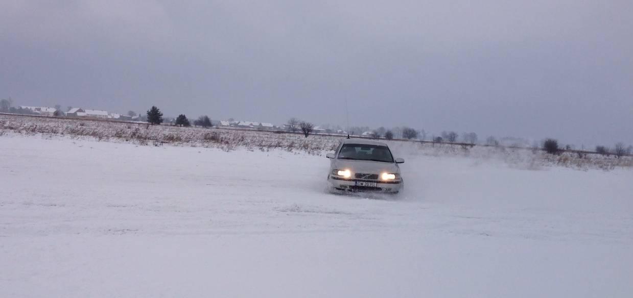 Opony Zimowe Jak Działają I Jak Wykorzystać Ich Zalety Brak